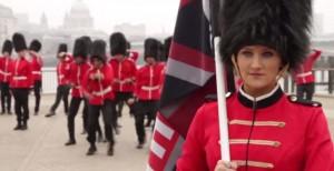 Les gardes anglais font leur strip-tease